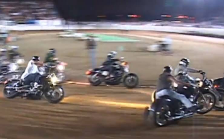 Harley-Davidson na Speedway stazi u Kaliforniji