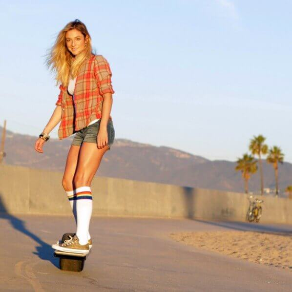 SELF-BALANCING ELECTRIC SKATEBOARD 01