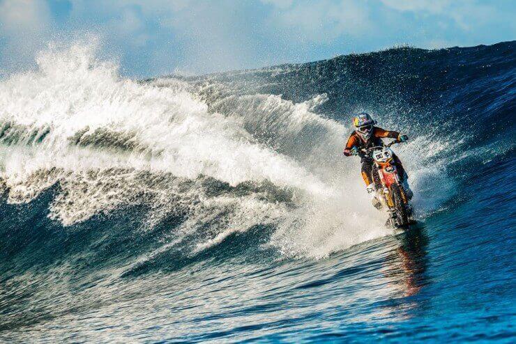 Kroser za surfanje po valovima